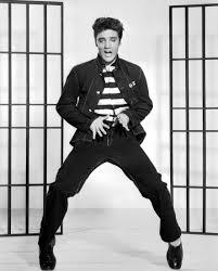 Elvis, the pelvis: rebolado de negro.