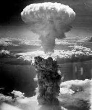 Explosão da bomba atômica sobre Hiroshima.