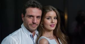 Rodrigo Lombardi e Camila Queiroz como Alex e Angel.